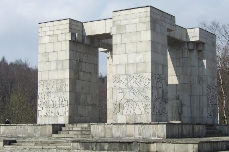 Pomnik-Czynu-Powstańczego-granit-Góra-Świętej-Anny