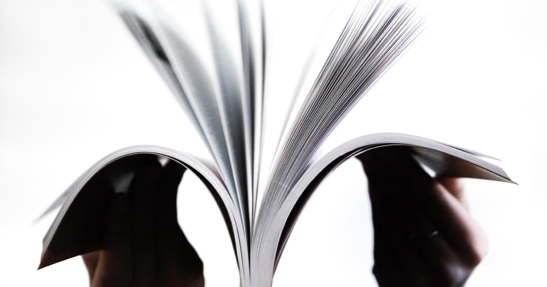 Otwarta książka w dłoniach/An open book in somebody's hands