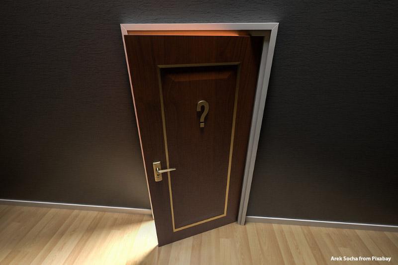Otwierające się drzwi, znak zapytania