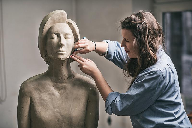 Rzeźbiarka