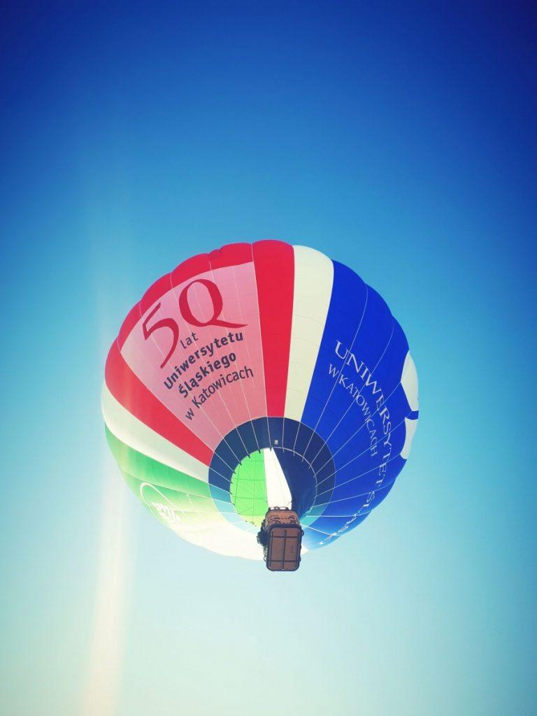 balon badawczy na niebie