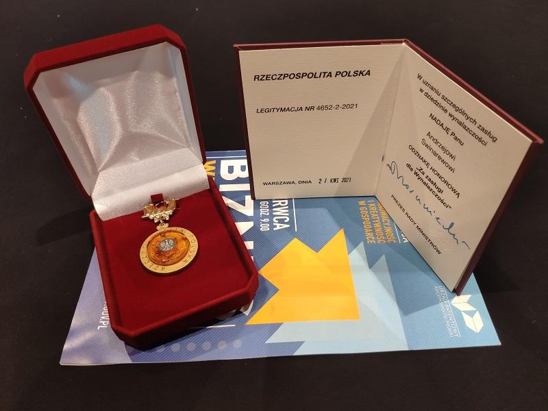 odznaka honorowa oraz legitymacja