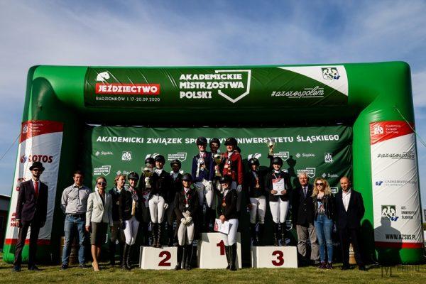 Uczestnicy Akademickich Mistrzostw Polski w jeździectwie