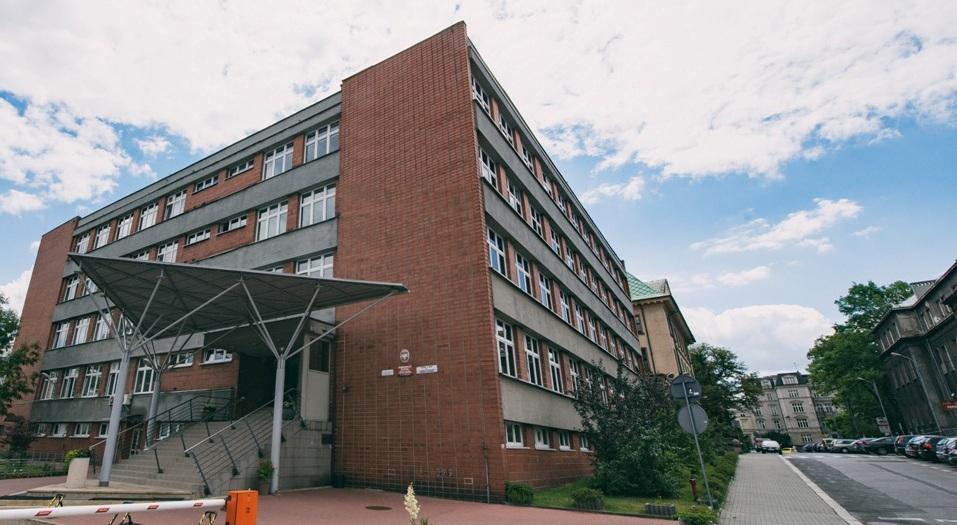 Budynek Wydziału Nauk Przyrodniczych UŚ, z prawej strony ulica Bankowa