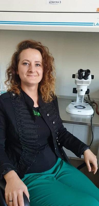 zdjęcie dr Katarzyny Nowak w laboratorium