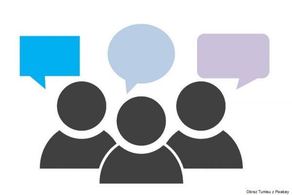 Grafika przedstawiająca trzy dyskutujące osoby