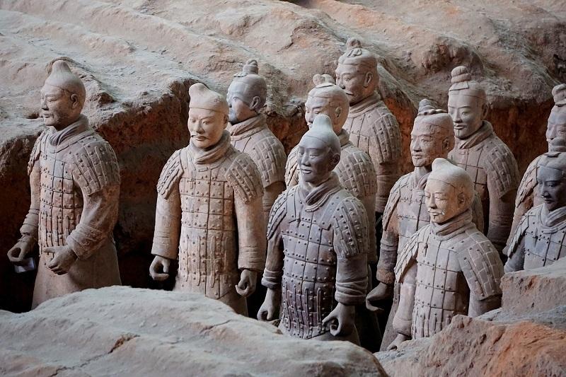 armia terakotowa znajdująca się w grobowcu pierwszego chińskiego cesarza Qin Shi