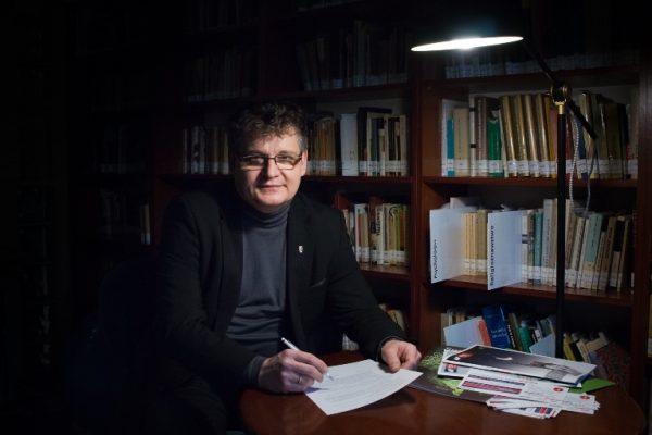 Zdjęcie portretowe prof. Mariusza Jagielskiego