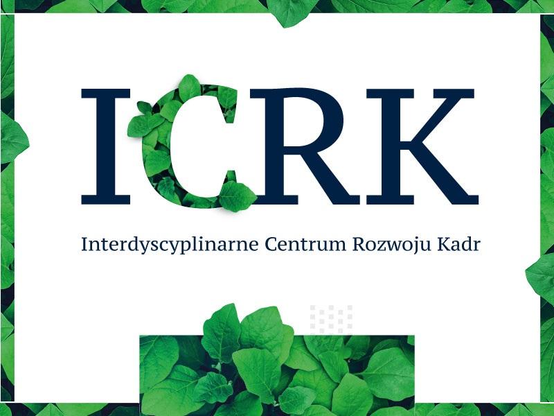 Napis ICRK (Interdyscyplinarne Centrum Rozwoju Kadr oraz grafika prezentująca liście
