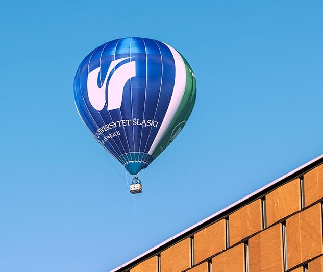 Balon UŚ w powietrzu