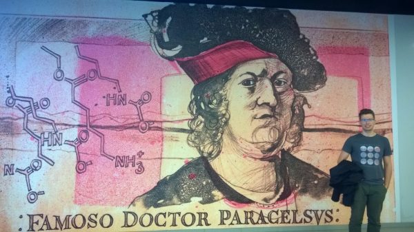 mural, obok którego stoi dr Maciej Kapkowski