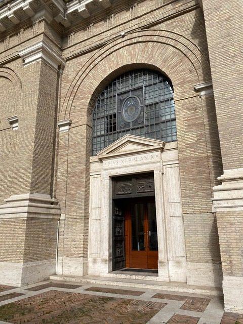 Na zdjęciu wejście do tajnego archiwum w Watykanie
