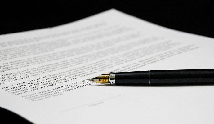 Wieczne pióro i dokument/fountain pen and documentfountain pen and document