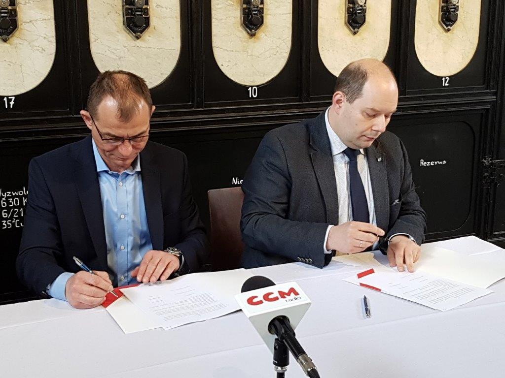 Moment podpisania porozumienia