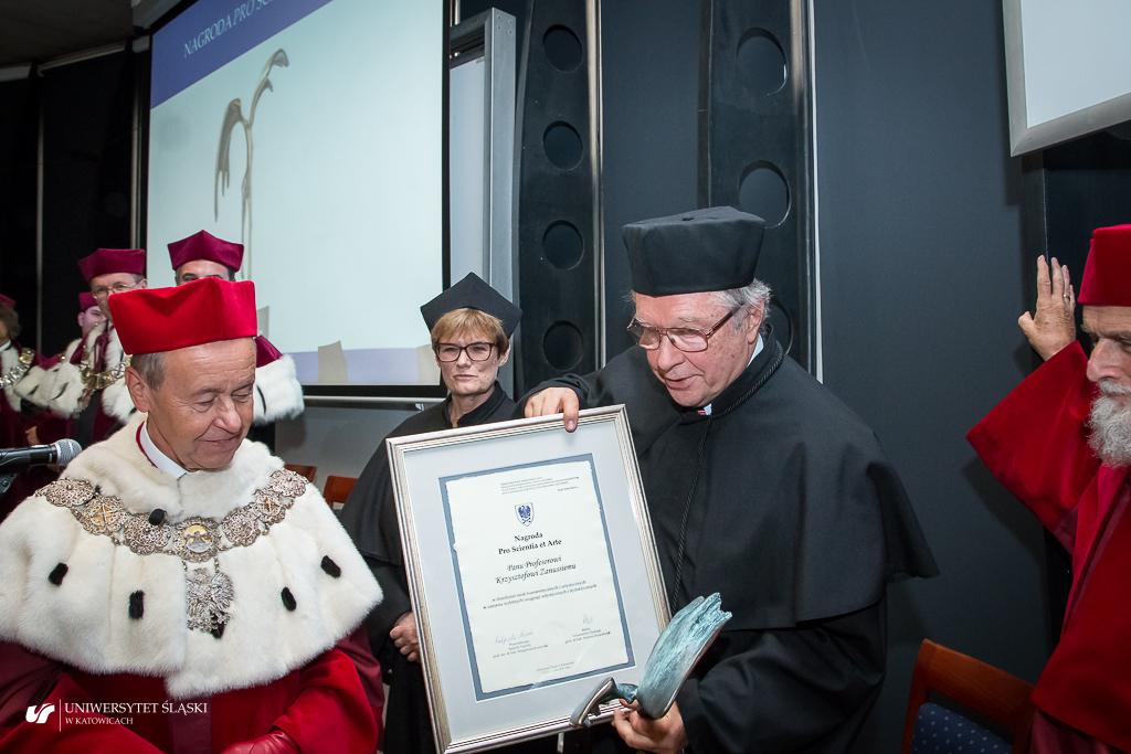 """Wręczenie nagrody """"Pro Scientia et Arte"""""""