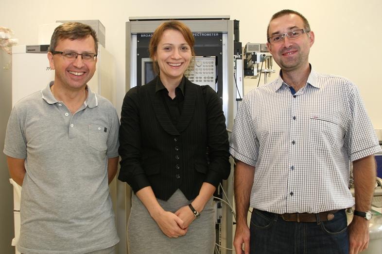 Na zdjęciu: prof. zw. dr hab. Marian Paluch, dr Karolina Adrjanowicz oraz dr hab. prof. UŚ Kamil Kamiński