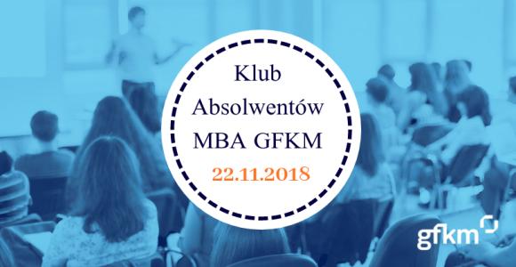 Plakat promujący spotkanie klubu absolwentów MBA 22 listopada. W tle ludzie na wykładzie.