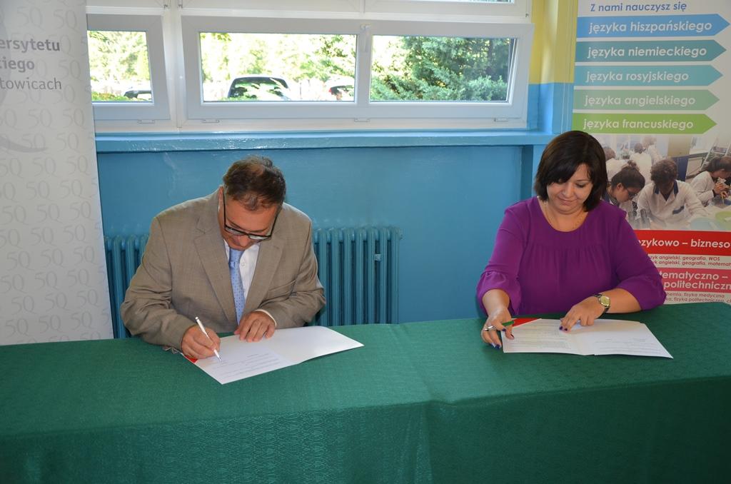 Podpisanie umowy pomiędzy szkołą a Uniwersytetem Śląskim