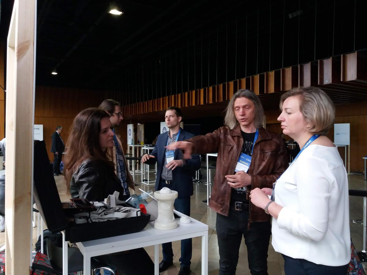 Na zdjęciu widoczni są uczestnicy Cracow Tech Week.