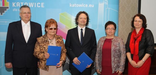 Zdjęcie: uczestnicy spotkania, podczas którego podpisana została umowa o współpracy dydaktycznej