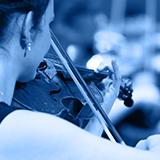 Zdjęcie: muzyk grający na skrzypcach