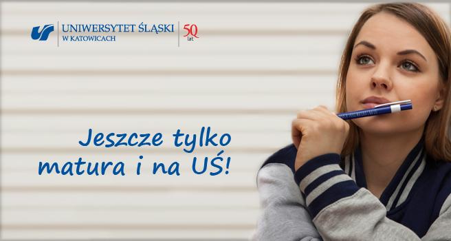 """Plakat akcji """"Jeszcze tylko matura i na UŚ!"""" z napisem oraz zdjęciem studentki trzymającej długopis"""