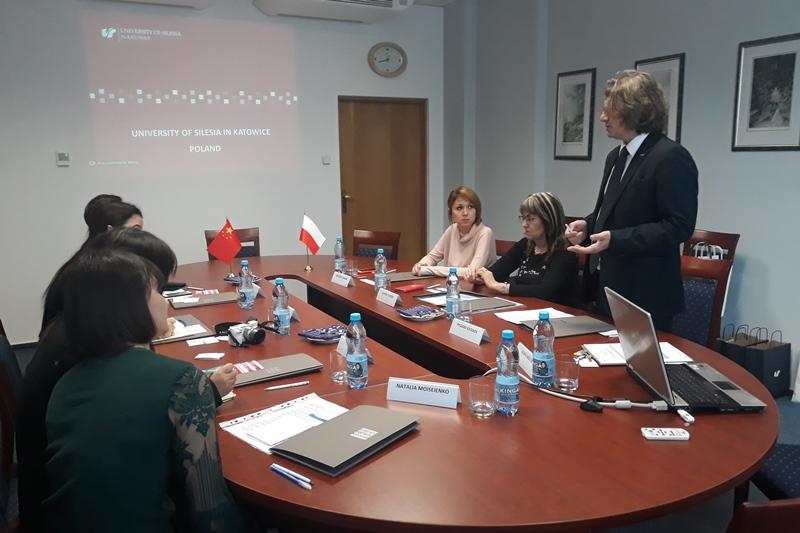 Uczestnicy spotkania, wystąpienie prorektora prof. Ryszarda Koziołka