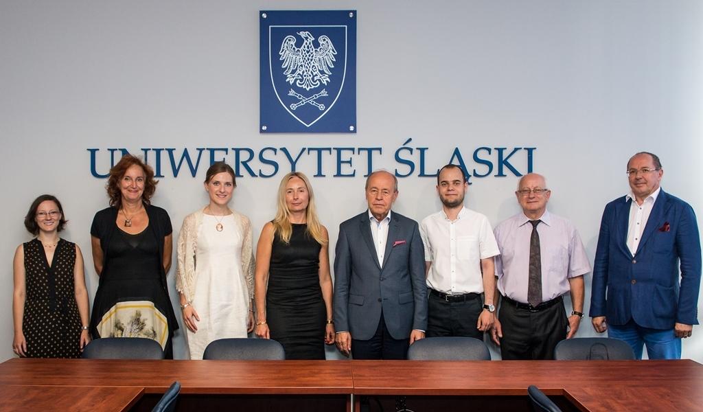 Wspólne zdjęcie z przedstawicieli władz uczelni wraz z laureatami programu Start