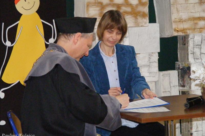 Podpisanie umowy pomiędzy szkołą podstawową a uczelnią