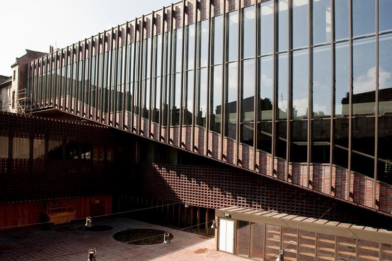 Nowa siedziba Wydziału Radia i Telewizji Uniwersytetu Śląskiego (z zewnątrz)