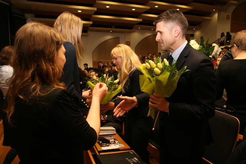 Zakończenie roku szkolnego X LO w Katowicach odbywające się w auli im. Kazimierza Popiołka na WNS