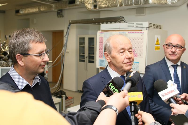 Briefing prasowy: od lewej prof. Marian Paluch, rektor prof. Andrzej Kowalczyk oraz prezydent Chorzowa Andrzej Kotala