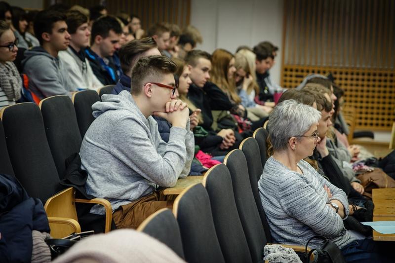 Uczestnicy spotkania zgromadzeni w auli