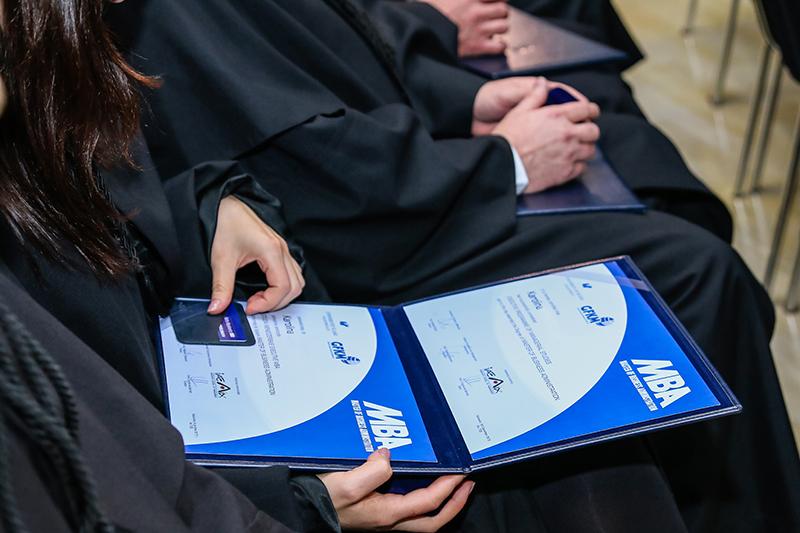 Zdjęcie z rozdania dyplomów MBA w 2015 roku