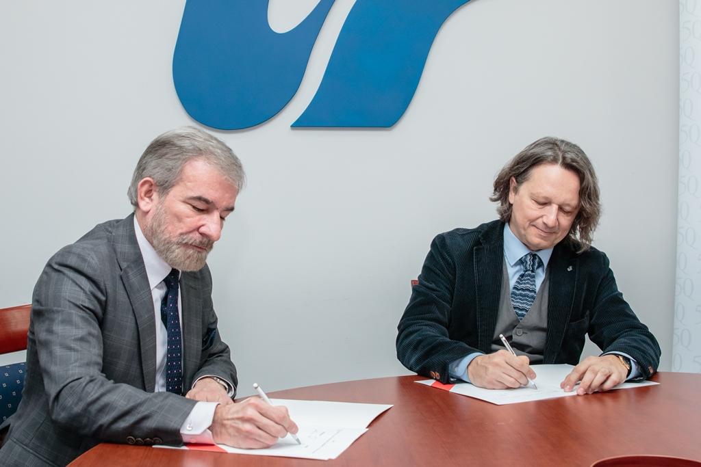 Moment podpisania umowy o współpracy