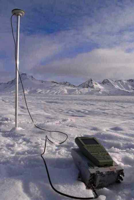 Pomiar prędkości Lodowca Hansa precyzyjnym odbiornikiem GPS w okresie zimowym