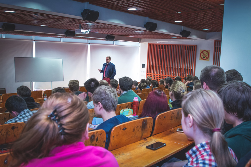 Spotkanie studentów Uniwersytetu Śląskiego z przedstawicielem Dyrekcji Generalnej ds. Polityki Regionalnej i Miejskiej (DG REGIO) Komisji Europejskiej