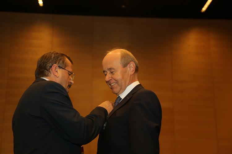 Rektor Uniwersytetu Śląskiego prof. Andrzej Kowalczyk wyróżniony Odznaką Honorową za Zasługi dla Województwa Śląskiego