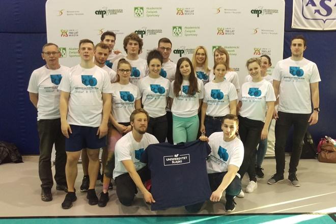 Zdjęcie zawodników, którzy wzięli udział w zawodach