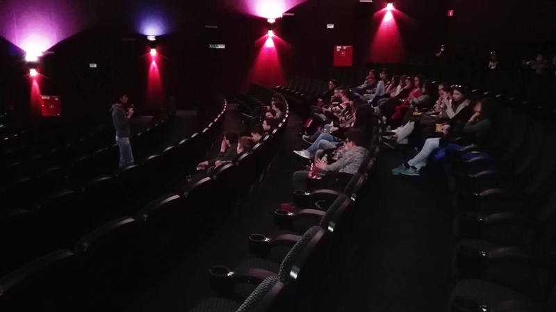 Gimnazjaliści podczas zajęć kinowych z dr Agnieszką Tambor