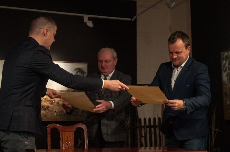 Podpisanie listu intencyjnego i wręczenie dokumentów