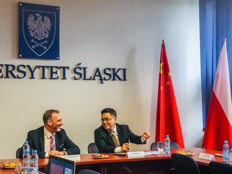 Dr hab. prof. UŚ Tomasz Pietrzykowski (Uniwersytet Śląski) i Shijian Chen (Southwest University)