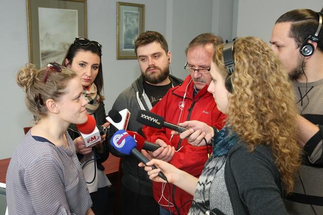 Zdjęcie uczestników briefingu prasowego