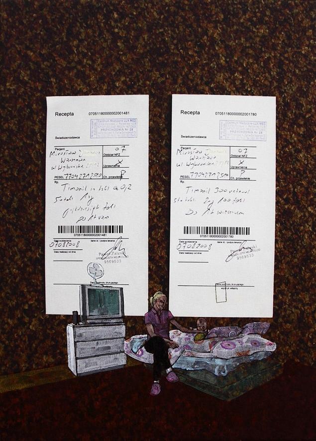 Jeden z obrazów dr hab. Joanny Wowrzeczki. Dominują na nim zdjęcia dwóch recept. W prawym dolnym rogu kobieta siedząca na łóżku ze swoim paromiesięcznym dzieckiem.
