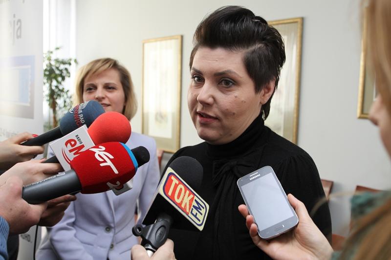 Zdjęcie: wypowiedź dla mediów na temat organizowanej konferencji