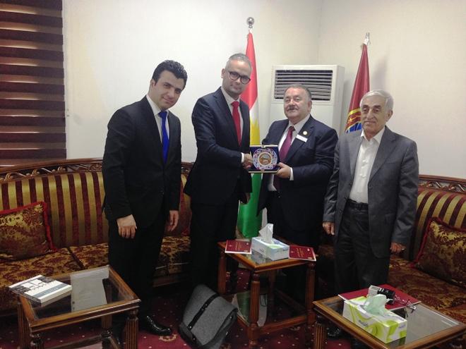 Zdjęcie zrobione podczas spotkania dr. hab. Macieja Kurcza z JM Rektorem Uniwersytetu Saladyna w Arbilu Asst. Prof. Dr. Ahmedem Anwarem Dezayem