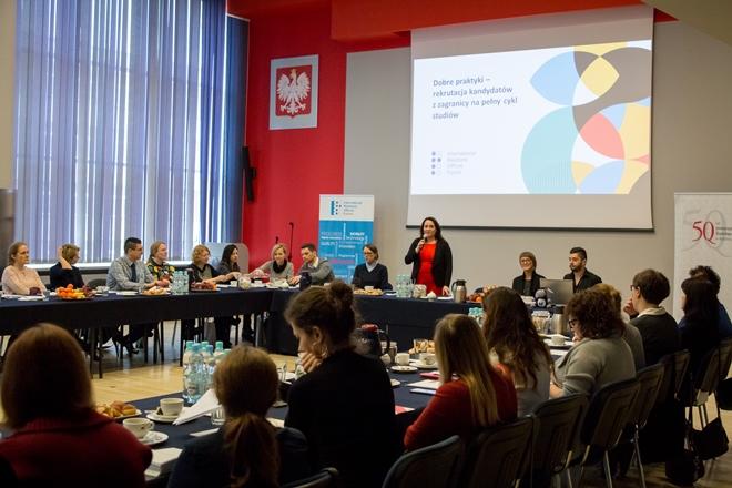 Uczestnicy spotkania zgromadzeni w auli im. Kazimierza Lepszego