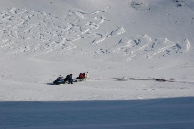 Sondowania grubości lodowców południowego Spitsbergenu systemem radarowym pod kierunkiem dr. Mariusza Grabca w kwietniu 2008 r.