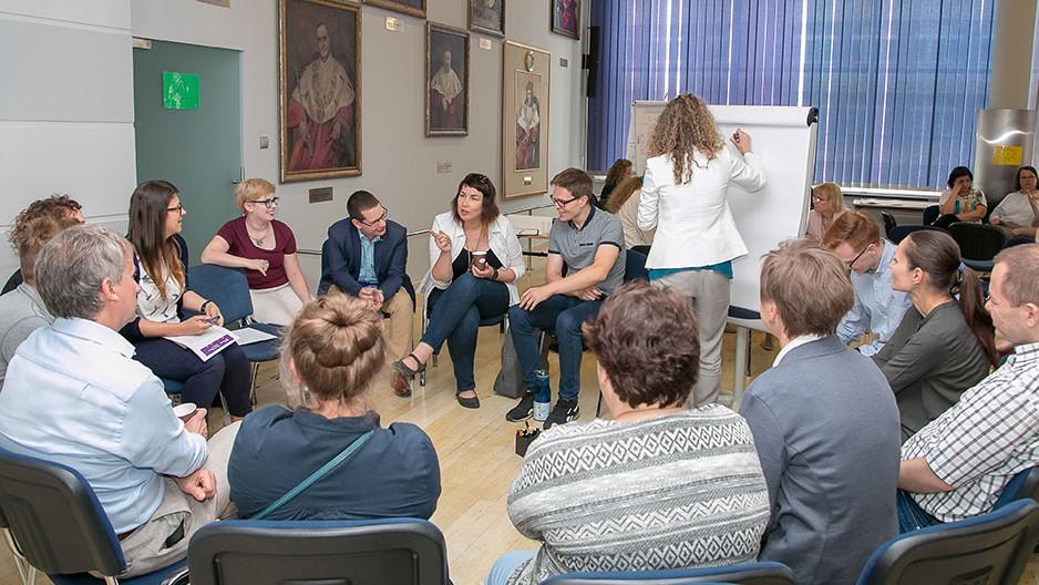 Dyskusje w grupach tematycznych