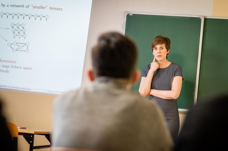 Dr Katarzyna Bogusławska podczas wykładu